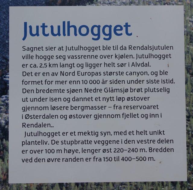 Oppslagstavler med informasjon ved Jutulhogget.