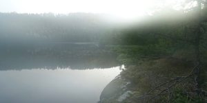 Tåke over vann i Ørlandekommune
