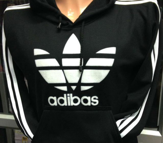 Skrivefeil på genser: Adibas