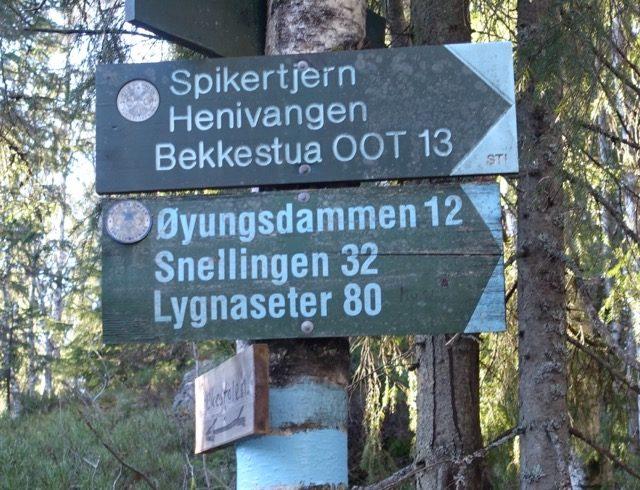 Skilt som viser 80 km til Lygnaseter