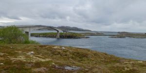 Vei mellom øyene i Herøy