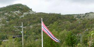 Flaggvimpel ved hytte i Hol