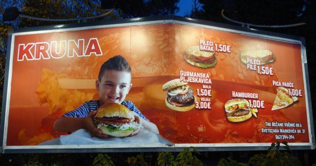 Reklame for hamburger i Podgorica, Montenegro.
