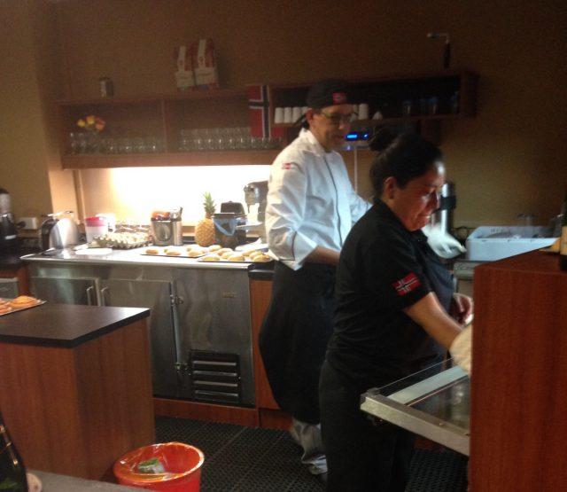Baking pågår på FjordCafeen i Quito.