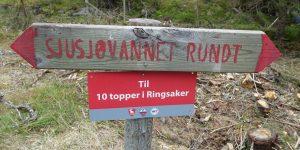 Skilt for Sjusjøen Rundt stien