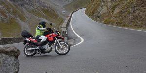Motorsyklist på vei opp Stelviopasset