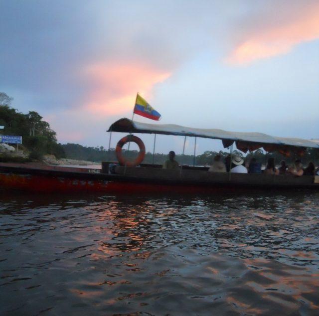 Kano på elva Napo i Ecuador