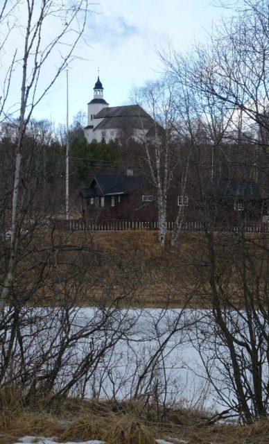 Tynset kirke ved elva
